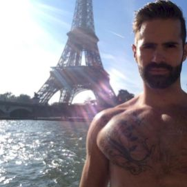 im the hottest gay in france!