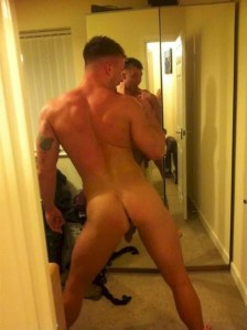 beautiful amateur men naked taking selfies