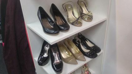 Das Schuhregal im Hospice-Store