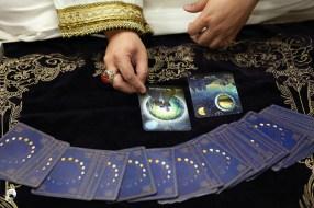 抽牌確認女神旨意囉,看看我們有沒有達到女神的要求,女神又想告訴我們什麼。