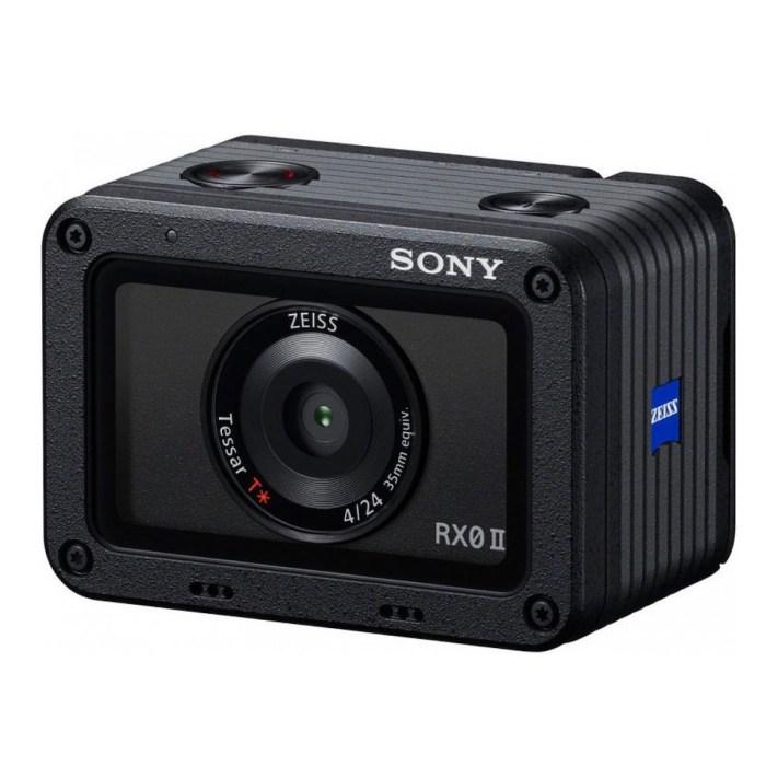 Sony DSC-RX0 II camera 3/4 view