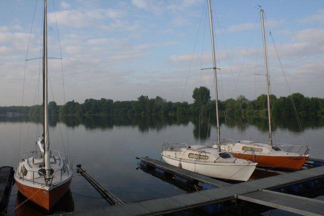 Am Heimat-Steg in Duisburg gehören die alten Variantas immer noch zum Standard. © Segelreporter.com