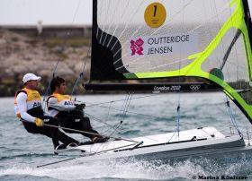 Outteridge/Jensen segeln im 49er einer anderen Liga und haben Gold vor dem Finale sicher. © Marina Könitzer