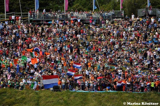 Holländische Schlachtenbummler bejubelten die zweite Segelmedaille für ihr Land. © Marina Könitzer