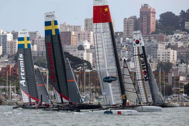 Das China Team ist erster an der ersten Leetonne und wird dennoch auf den letzten Platz zurückgereicht. © Gilles Martin-Raget