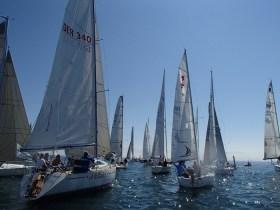 Die Flotte kurz nach dem Start © Y.C. Langenargen