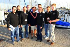Die Besatzung der Zukunft IV um ihren 20-jährigen Skipper Finn Terveer ©Christian Beeck