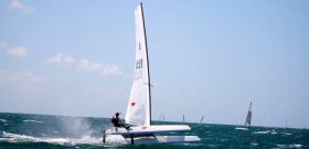 Weißes Wasser, Überdruck. Extrembedingungen bei der A-Cat-WM vor den Florida Keys.© A-Cat Worlds