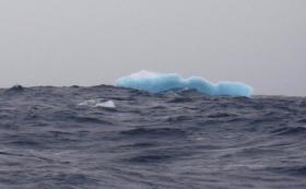 Des Seglers Blicks aufs Treibeis im Southern Ocean © Desjoyeaux