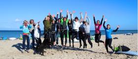 Gruppenbild mit Surfern – Kite und Windsurfer! © STG