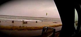 Kiter surft Sandy.