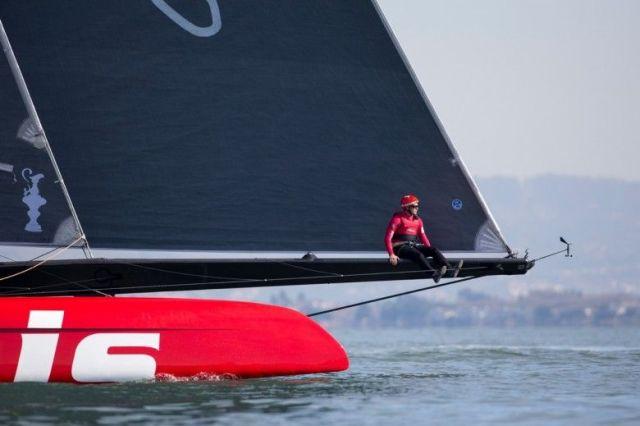 Kleiner Mann, großes Boot. Auch die Artemis Dimensionen sind beeindruckend. © Sander van der Borch