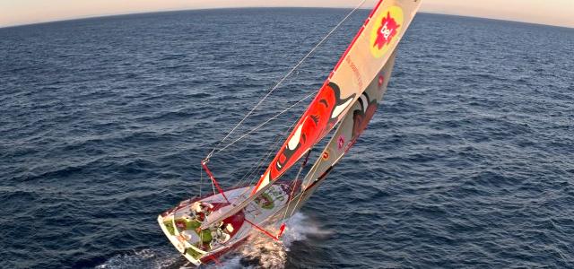 Kollision vor der Küste Portugals: Die Groupe Bel mit Skipper Kito de Pavant © Martin-Raget