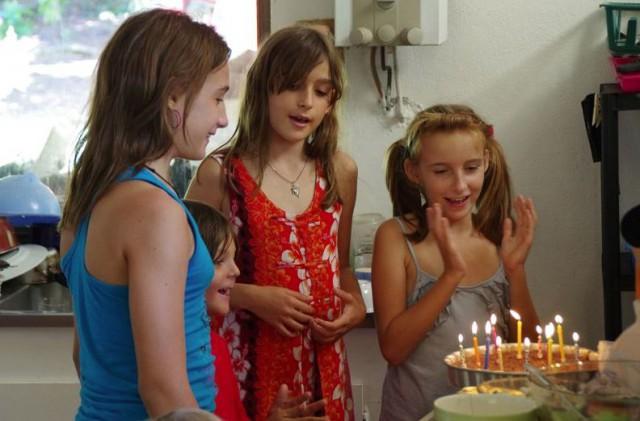 In der Südsee gestrandet, aber glücklich. Geburtstagsfeier. © Eitzinger
