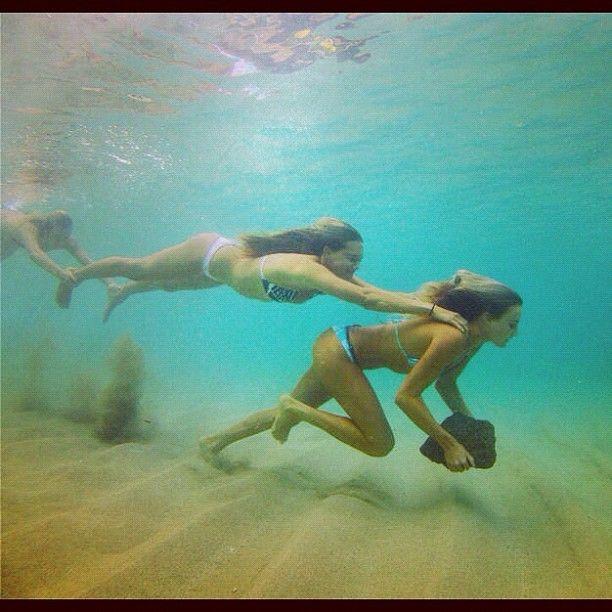 Unterwasser Stunt mit Freundinnen. © Blanchard