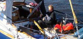 """Mittagessen im Cockpit der Waarship 725 """"Tütje"""". © K. Kemmling"""