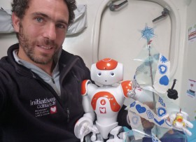 Tanguy De La Motte und sein Roboter.