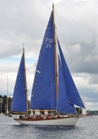 Die Segel passend zum Wasserpaß: Das ist mal was neues, bleibt aber gewöhnungsbedürftig. © Classic Boat Meet