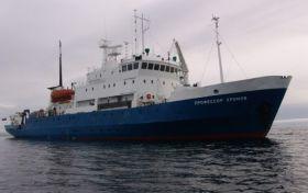 """Das russische Forschungsschiff """"Professor Khromov"""", das Bernhard Stamm half."""