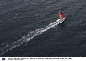 """So einsam konnte """"Safran"""" beim Rekordversuch im Verkehrstrennungsgebiet nicht segeln. Die Küstenwache passte auf.  © FRANCOIS VAN MALLEGHEM / DPPI"""