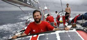 Boris Herrmann zeigt seinen Astralkörper am Maserati Steuer
