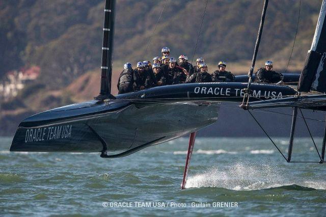 Oracle Team USA auf Tragflächen
