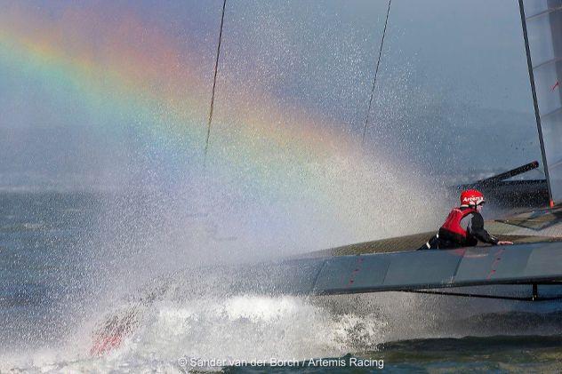 Spritzwasser-Regenbogen auf Artemis