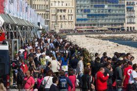 Die Italiener zeigen schon beim Training ihre Segelbegeisterung in Neapel.