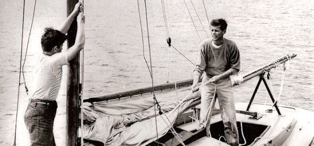 Die Gebrüder Ted und John F. Kennedy