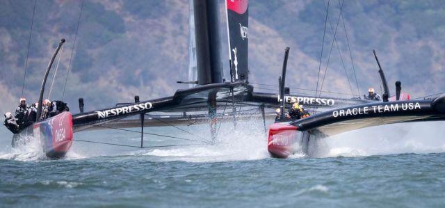 Team New Zealand attackiert im Vorstart von hinten. © Jens Hoyer