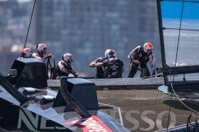 Grant Dalton als Maskottchen? Das eine Rennen, bei dem der Kiwi Boss nicht an Bord war, verloren Neuseeland. © Jens Hoyer