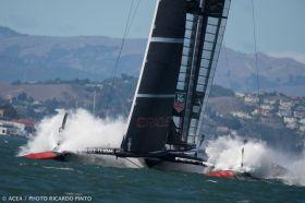 Das hätte auch ins Auge gehen können. Oracle an der Luvtonne im letzten Rennen. © ACEA|Ricardo Pinto