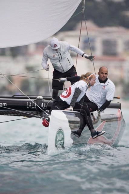 Alinghi mit Anna Tunnicliff kann sich im letzten Moment auf Rang 2 verholen © Extreme Sailing Series