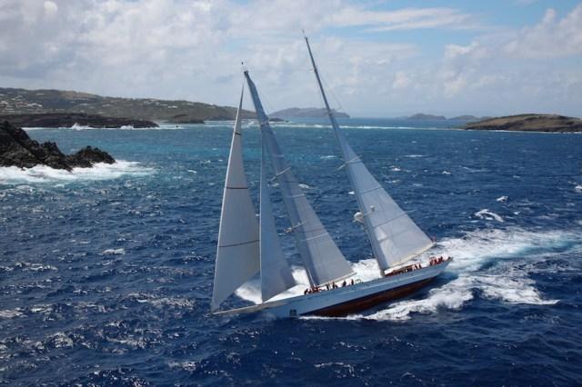 Mit Vollzeug im Passat: Die um 5 Meter verlängerte Adela in der Karibik bei der St. Barts Bucket 2013 © Tim Wright/Pendennis