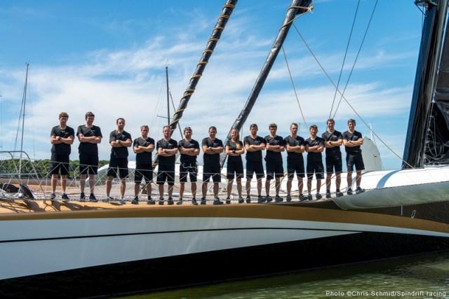 Die 14-Köpfige Crew des 40 Meter Trimarans. © Chris Schmid/Spindrift Racing