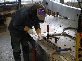 Die 6 mm Nirobleche werden zu einem stabilen Arm für den Einbau ins Ruderblatt vorbereitet © Steiner Design