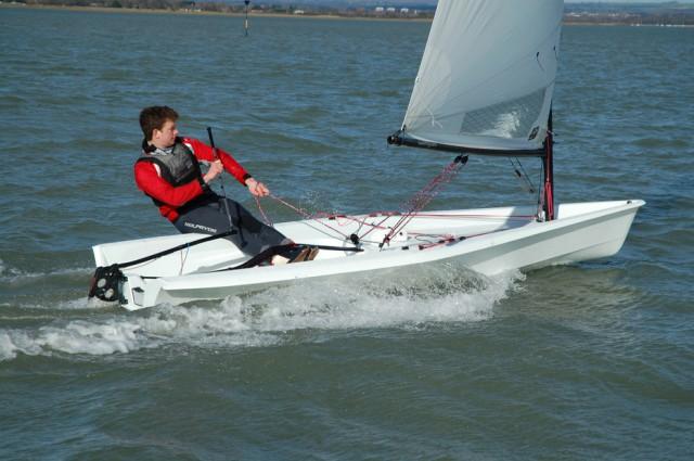 Stimmt: so richtig spektakulär sieht's nicht aus. Aber der gemeine Laser-Segler wird sofort gewisse Vorteile im Vergleich mit Der Geliebten Kühlschranktüre entdecken © RS Aero sailing