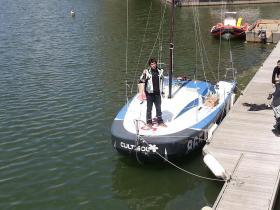 Der junge Franzose Davy Beaudart auf dem breiten Vorschiff der neuen 'Cultisol' © Davy Beaudart