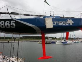 Der lange Neigekiel bietet einen wirksamen Hebel und damit Power für das formstabll breite und leichte Boot © Davy Beaudart