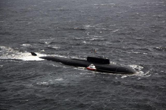 """Die """"Woronesch"""" tauchte mal eben schnell neben den Havarierten auf © Russisches Verteidigungsministerium"""