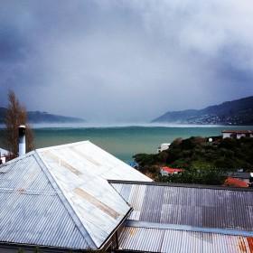 Mit 130 km/h tobt die Böe durch die Bucht © long