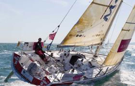 Für viele die schönste Hochsee-Regattaklasse: Figaro 2, hier Maitre Coq mit Jeremie Beyou © courcoux