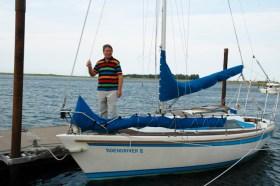 Claus Prölß velor seine Dehler 25 'Tidendriver II' im Orkan, baute sie jedoch in drei Jahren wieder auf und liegt nun am Wellenbrecher von Steg 6.  ©Andreas Kling