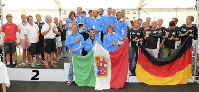 Das WM-Podium der ORC-A mit der deutschen Bronze-Crew der 'Silva Neo'.  ©segel-bilder.de