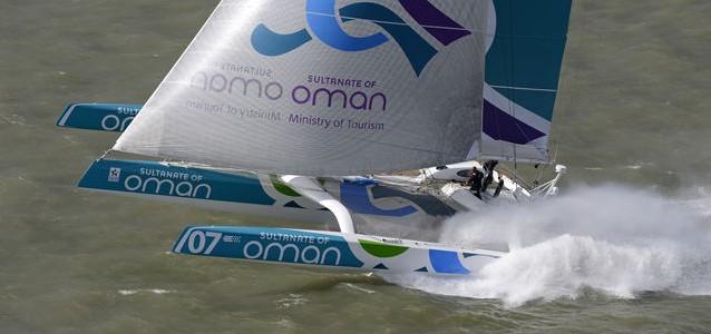 Smoking: Der Trimaran 'Musandam-Oman Sail' kann konstant um 30 Knoten Bootsspeed abliefern.  ©Rick Tomlinson/RORC