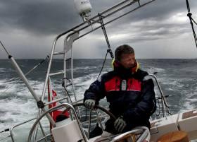 Hat bereits eine Solo-Weltumseglung mit einem Reparatur-Stopp hinter sich: Kapitän Tomasz Cichocki © cichocki