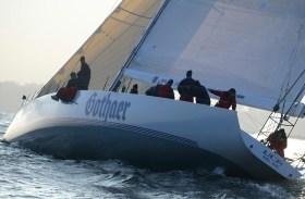 Der 85-Fuß-Maxiracer 'UCA' beim Training für die Transatlantikregatta 2003.