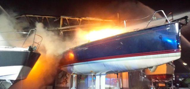 Brand in der Ancora Marina.