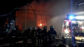 100 Feuerwehrleute kämpfen gegen die Flammen. @ ndr.de