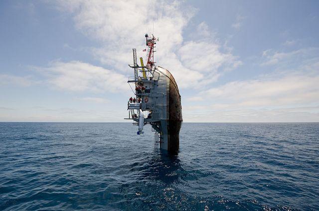 """""""Begegnung der dritten Art"""", mitten auf dem Ozean! © office of naval research"""